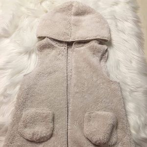 Other - ❤️Fluffy Vest w/ Pockets❤️